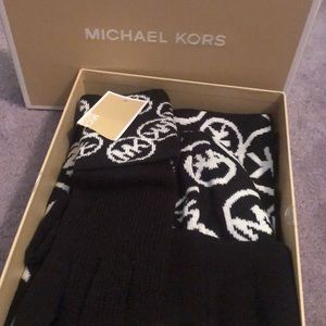Michael Kors scarf hat and gloves gift set